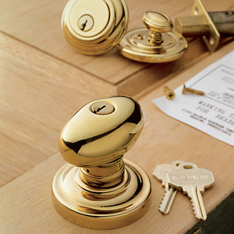 The Egg Knob in polished brass with matching deadbolt is a classic style from the Estate Portfolio