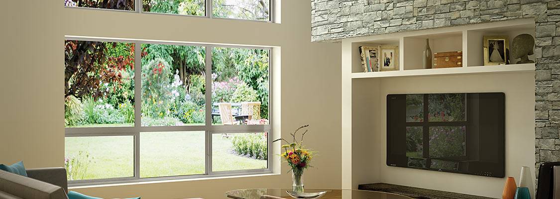 The large glazing area of Milgard Aluminum Series windows maximizes the view from the living area of this modern home